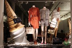 Mulberry decided to use the concept adopted in the campaign of the new collection for their windows, March 2012.