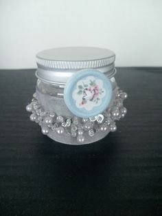 A Spoonful of Crafts: Glas med perler og knap / Jar with Pearls and Button