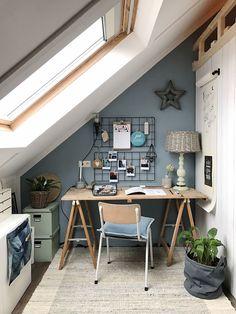 Top 10 Stunning Home Office Design Attic Office, Home Office Space, Home Office Design, Home Office Decor, Home Interior Design, House Design, Office Gifts, Small Attic Room, Loft Room