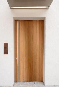 Renovierungshausesser in Regensburg - Wooden Door Design Wooden Door Design, Main Door Design, Custom Wood Doors, Wooden Doors, Interior Columns, Classic Doors, Flush Doors, Modern Door, Exterior Doors