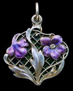 MEYLE & MAYER Jugendstil Locket Gilded silver Plique-à-jour enamel H: 4 cm (1.57 in) W: 4 cm (1.57 in) Marks: 'Depose' '900' & 'Dragon... German ca 1900 Art Noveau