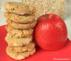 Pile de biscuits vegan à la pomme, faits maisons