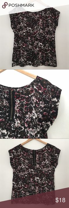 Ali & Kris - floral design capped-sleeve blouse Like new! The perfect shirt that transforms from business casual to evening out! Go from business skirt to skinny jeans thanks to this stylish, versatile top! Complete with adorable capped-sleeves and accent zipper. Colors in floral design include: black, grey, white, brown, and burgundy. Comes from happy little smoke free home. Ali & Kris Tops Blouses