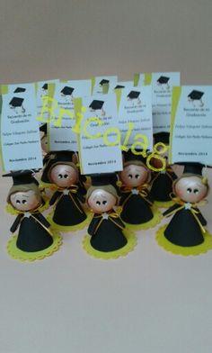 Recuerdos de graduación Graduation Gifts, Pasta Flexible, Foam Crafts, Clay, Activities, Christmas Ornaments, Holiday Decor, Party, Wedding Souvenir