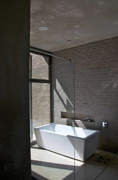 Thomas Gouws Architects - House Kleynhans Main Bathroom