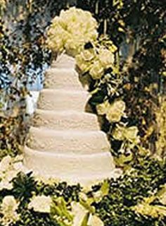 Pierce Brosnan's wedding cake. #Celebritystyleweddings.com @Celebstylewed