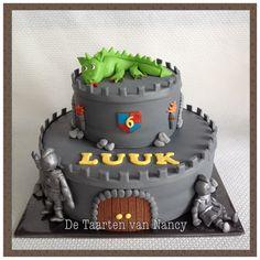 Kasteel taart met ridders en draak