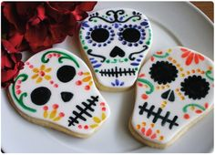 Daw The Cauldron Wizard Recipes for your Body and Soul: Pirates Skull Cookies Halloween Chic, Halloween Season, Halloween Treats, Halloween Decorations, Cupcakes, Cupcake Cookies, Sugar Cookies, Cookies Vegan, Halloween Cookies Decorated