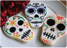 Dia De los Muertos cookies with royal icing!   http://yyproject.org/2011/11/03/happy-dio-de-los-muertos/