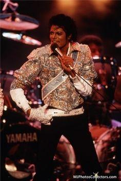 Michael Jackson Tour, Jackson 5, Celebrity Moms, Celebrity Photos, Celebrity Drawings, Angeles, Jenni Rivera, The Jacksons, American Idol