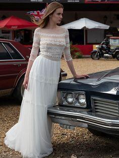 Spitzenbesetztes Brautkleid im Vintage-Stil mit fließendem Rock. Lace Wedding, Wedding Dresses, Vintage Stil, Rock, Fashion, Photos, Wedding Dress Lace, Dress Wedding, Bridal Gown
