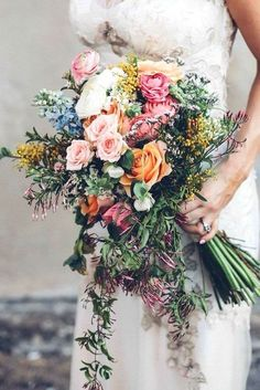 Fall Wedding Bouquet Ideas wedding # bruidsboeket bruiloft - Tours,Trips,Home Decoration,Hairstyle Summer Wedding Bouquets, Summer Wedding Colors, Bride Bouquets, Summer Flowers, Green Wedding, Floral Wedding, Wild Flower Wedding, Wild Flower Bouquets, Wild Flowers