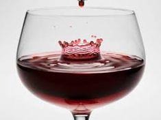 WINE, es una bebida obtenida de la uva mediante la fermentación alcohólica de su mosto o zumo.2 La fermentación se produce por la acción metabólica de levaduras que transforman los azúcares del fruto en alcohol etílico y gas en forma de dióxido de carbono. El azúcar y los ácidos que posee la fruta Vitis vinifera hace que sean suficientes para el desarrollo de la fermentación. No obstante, el vino es una suma de un conjunto de factores ambientales: clima, latitud, altitud, horas de luz,