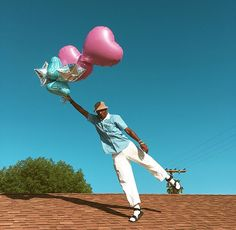 Tyler the Creator wear socks with sandals and pink love-heart balloons. Tyler the Creator is an American rapper record producer and music video director. Aesthetic Images, Aesthetic Vintage, Aesthetic Photo, Aesthetic Wallpapers, Aesthetic Outfit, Aesthetic Videos, Aesthetic Art, Photo Wall Collage, Picture Wall