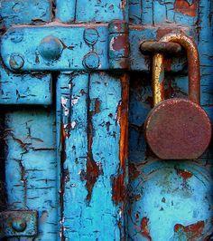 54 Best Ideas For Rusted Metal Door Peeling Paint Cool Doors, Unique Doors, Glass Front Door, Sliding Glass Door, Vintage Door Knobs, Door Knobs And Knockers, Rusted Metal, Photo D Art, Peeling Paint
