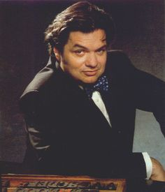 Oliver Platt should be Robert from Forest of Mist series Hollywood Actor, Golden Age Of Hollywood, Classic Hollywood, Pretty People, Beautiful People, Oliver Platt, Lights Camera Action, Guys And Dolls, Famous Faces
