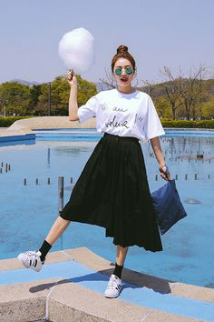 6 Things to Learn from Women with a Low Maintenance Style oversized shirt outfit . Korea Fashion, Pop Fashion, Asian Fashion, Modest Fashion, Skirt Fashion, Fashion Outfits, Womens Fashion, Fashion Tips, Fashion Trends