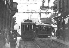#Roma anni '20: tram scende su via condotti. Sullo sfondo scalinata piazza di Spagna  Ph. @MorenaMarina17