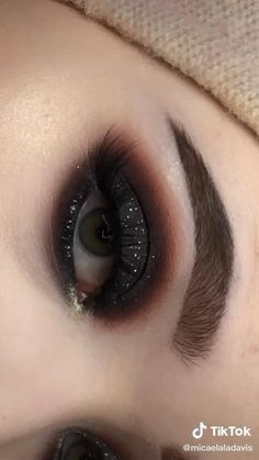 Smoke Eye Makeup, Makeup Eye Looks, Eye Makeup Steps, Eye Makeup Art, Pink Eye Makeup, Creative Eye Makeup, Colorful Eye Makeup, Halloween Eye Makeup, Maquillage Halloween
