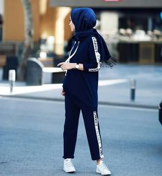super Ideas for sport style hijab sporty look Modern Hijab Fashion, Hijab Fashion Inspiration, Muslim Fashion, Look Fashion, Style Inspiration, Sporty Outfits, Chic Outfits, Fashion Outfits, Style Hijab Simple