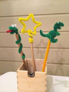 mommo design: WITH A PIPE CLEANER...pencil toppers