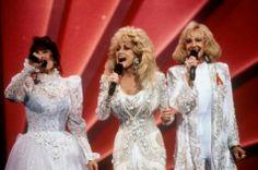 Dolly Parton, Tammy Wynette, & Loretta Lynn Perform Silver...