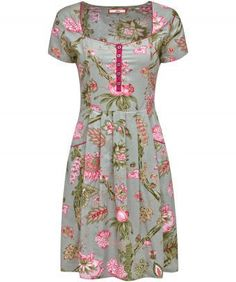 Turn back the years and give your look a truly vintage feel in this simple floral dress. Light and easy to wear with a shirred back and sweetheart neck. Perfect for backyard barbecues and country picnics. Approx Length: 96cm Our model is: 5'7""
