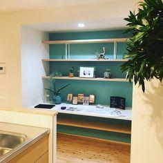 """303 Likes, 5 Comments - ながたのいえ。(ナガタ建設) (@nagatanoie) on Instagram: """"O様邸のキッチン横にはパソコン兼ユーティリティスペース。 家事をしながらお子さんの宿題の様子なんかも見れますね! #ナガタ建設 #注文住宅 #マイホーム #インテリア #新築 #家 #建築 #住宅…"""""""