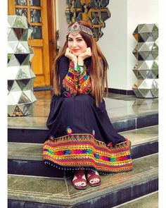 Pakistani Fashion Party Wear, Pakistani Dresses Casual, Pakistani Dress Design, Afghan Clothes, Afghan Dresses, Lovely Dresses, Stylish Dresses, Girly Images, Afghan Girl