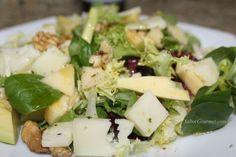 Ensalada de aguacate, manzana, queso y nueces