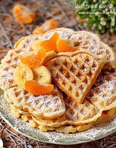Waffe cu vanilie, retete culinare. Va propun o reteta de waffe cu vanilie, ideala pentru micul dejun, servite alaturi de fructe proaspete, Waffle Recipes, Cake Recipes, Crepes And Waffles, Cupcakes, Sweet Cakes, Love Food, Food To Make, Breakfast Recipes, Deserts