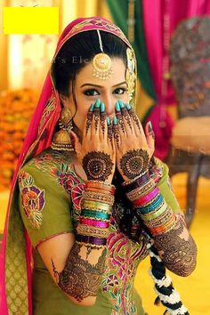 Beautiful Mehendi Designs for 'Your Special Occasion' Find Professional Mehndi… Saris, Bridal Mehndi Designs, Henna Designs, Pakistani Bridal, Indian Bridal, Punjabi Bride, Bollywood Sari, Bollywood Style, Look Fashion