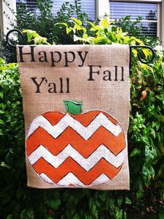 Burlap Garden Flag with Happy Fall Yall and Chevron Pumpkin Burlap Garden Flags, Burlap Flag, Burlap Signs, Burlap Banners, Halloween Signs, Fall Halloween, Halloween Crafts, Halloween Decorations, Burlap Projects