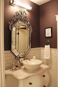 mooie spiegel - OHHH!! - HOW INCREDIBLY BEAUTIFUL IS THIS SWEET LITTLE POWDER ROOM!! - LOVE THE GLORIOUS MIRROR ABOVE THE EQUALLY FABULOUS VANITY!! - SO UNIQUE & GORGEOUS!! ♠️