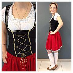 Hoje o look de #oktoberfest é da Paty! O traje vermelho e preto é o mais clássico de todos, infalível como um look Preto&Branco! Este é o último final de semana da #oktoberfestblumenau Já estamos com saudade!! #festa #finde