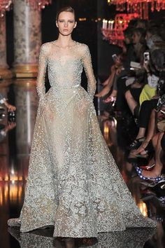 I looove Elie Saab! Maybe I should just change the name of this board to Elie Saab because, hey, the majority of these pins are of Elie Saab. Elie Saab Couture, Evening Dresses, Prom Dresses, Wedding Dresses, Look Fashion, Fashion Show, Fashion Images, Daily Fashion, High Fashion