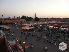 Het Djeema el Fna plein is een goede plek om uit te hijgen van onze tocht door de medina. #Marrakech #Morocco #Maroc #Marokko