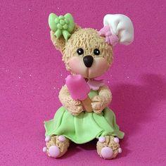 Biscuit:Ursinha Confeiteira modelada á mão por Le Biscuit Denise Marrach Whatsapp: 19-99763-9570 e 19-99602-8897