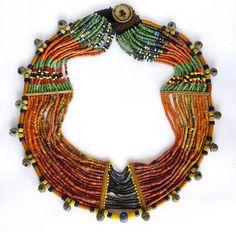 INDIA, Nagaland, collana di perline di vetro, osso, campanelle di bronzo