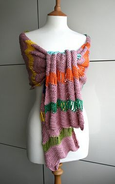 LuzPatterns.com colourful crochet shawl pattern #sale #diy #crochetpatterns