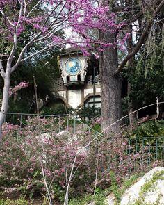 Abandoned at Disneyland! This is the former building from Fantasyland Skyway to Tomorrowland. #disneyland #dca #disney #tokyodisneyland #disneylandparis #shanghaidisneyland #instadisney #disneyfan #disneygram #instagram #instatravel #instapic #tomorrowland #disnerd #disnoid #disneycaliforniaadventure #mickeymouse #disneylandresort #dlp #disneyphotos #dlrp #hongkongdisneyland #fantasyland #usa #instagood #disneybound #abandonedplaces ##abandoned by mickey_obarr
