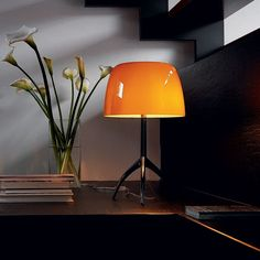 The Lumiere Grande Aluminium with its extravagant lamp base was designed in the year 2005 by Rodolfo Dordoni for the Italian manufacturer Foscarini. Large Table Lamps, Light Table, A Table, Bedside Lamp, Desk Lamp, Modern Lighting, Lighting Design, Amber Room, Ingo Maurer