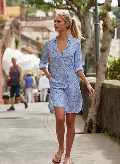 In stunning Capri print, the Lois Button Down Belted Shirt Dress is a luxurious new addition from Melissa Odabash, capturing her signature style. Cute Fashion, Retro Fashion, Fashion Looks, Fashion Outfits, Womens Fashion, Fashion Flats, Modest Fashion, Boho Fashion, Vintage Fashion