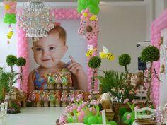 Esse post é especial para as mamães que já estão pensando na festa de aniversário de 1 ano. Uma data importante e que muitas desejam comemorar com muita pompa. E na hora de escolher o tema da festa muitas mamães ficam em dúvida. Escolher personagens - Veja mais em: http://www.vilamulher.com.br/artesanato/galeria-de-ideias/aniversario-de-um-ano-dicas-para-a-festa-17-1-7886462-25.html?pinterest-mat