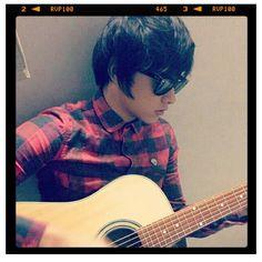 Oh I want also learn how to guitar: ^_^ Daniel Johns, Daniel Padilla, John Ford, Kathryn Bernardo, Dream Boy, Filipino, Bones, Dj, Crushes