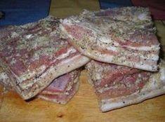 Un gust nemaipomenit, pieptul pregătit în pungi este moale, gustos și aromat. Încercați rețeta neapărat și vă asigur, că va face parte din preferatele dumneavoastră. INGREDIENTE: -1,5 kg piept de porc; -1-2 căpățâne de usturoi; -piper negru măcinat grosier; -condimente pentru carnea de porc; -sare. MOD DE PREPARARE: 1.Tăiați pieptul de porc bucăți. Mărunțiți usturoiul în blender sau dați-l prin presă. 2.Frecați bucățile de piept cu sare, condimente, piper negru și usturoi. Lăsați-le la marina... Romania Food, Hungarian Recipes, Smoking Meat, Brisket, Sandwiches, Good Food, Food And Drink, Cooking Recipes, Cameras
