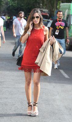 looking pretty and hot in red dress # Euro Cup 2012 # The winning party # España Spring Fashion, Winter Fashion, Winter Outfits, Summer Outfits, Summer Looks, How To Look Pretty, Lady In Red, Style Inspiration, Shirt Dress