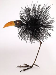 Tom Hill's Playful Sculptures of Birds M. - Tom Hill's Playful Sculptures of Birds Made of Wires and Wood Metal Yard Art, Metal Tree Wall Art, Metal Art, Sculptures Sur Fil, Small Sculptures, Animal Sculptures, Wire Art Sculpture, Abstract Sculpture, Bronze Sculpture