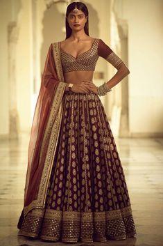 Unique Bridal Lehenga designs that is every Bride's pick in Sabyasachi Lehenga Bridal, Indian Bridal Lehenga, Red Lehenga, Party Wear Lehenga, Indian Bridal Outfits, Indian Dresses, Anarkali, Wedding Lehnga, Raw Silk Lehenga