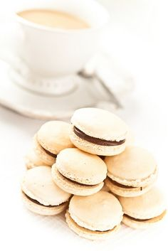 cocOnut macarons with nutella
